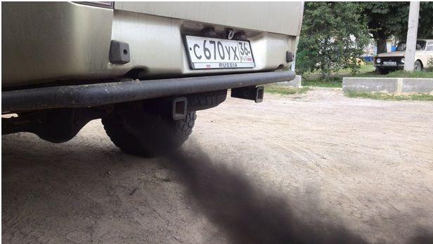 Черный дым из трубы авто