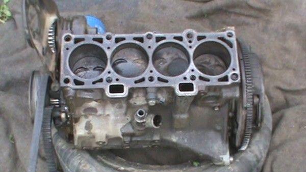 Дизельный двигатель в разобранном виде