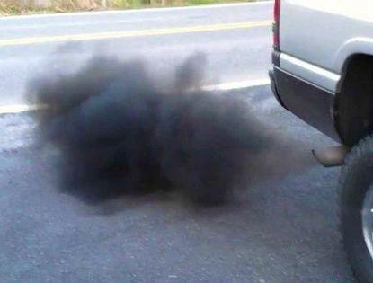 Черный дым с выхлопной трубы