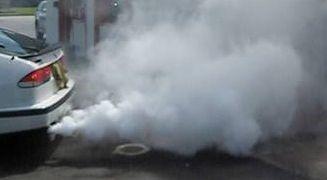 Белый дым с выхлопной трубы